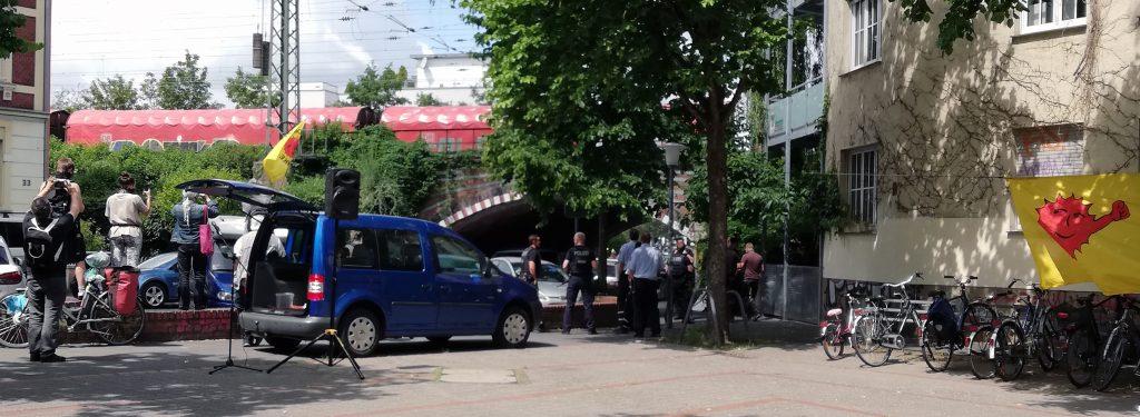 Uranmülltransport durch Münster im Juni 2020. Sofa und andere protestierten auf dem Staufenplatz. (Foto: Werner Szybalski)